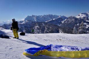 Start Gleitschirmflug im Winter