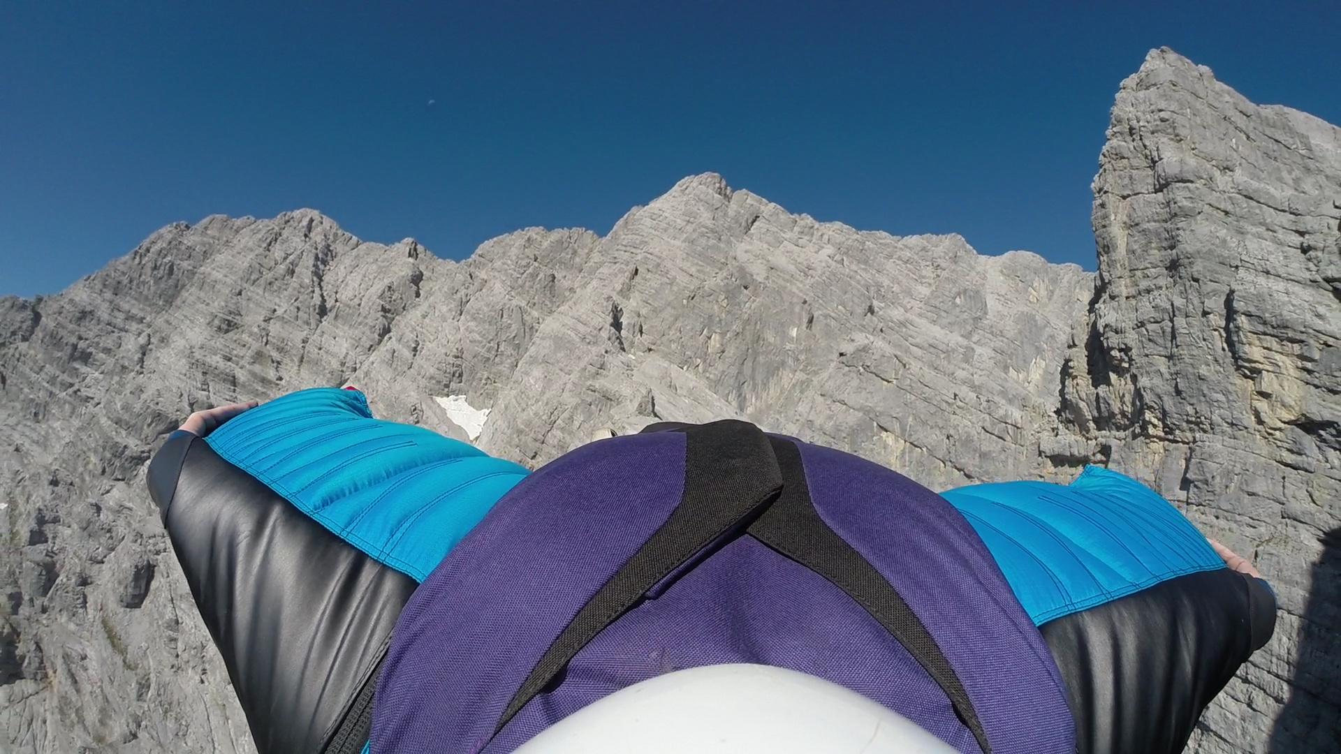 Die Watzmann Ostwand mit dem Wingsuit